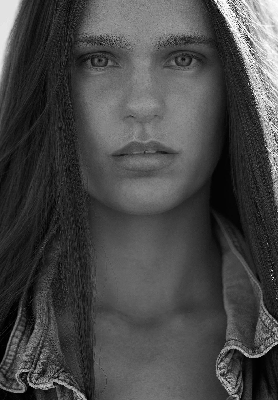 Beauty Shot Sally Lewis, Photo: Elsa Dillon