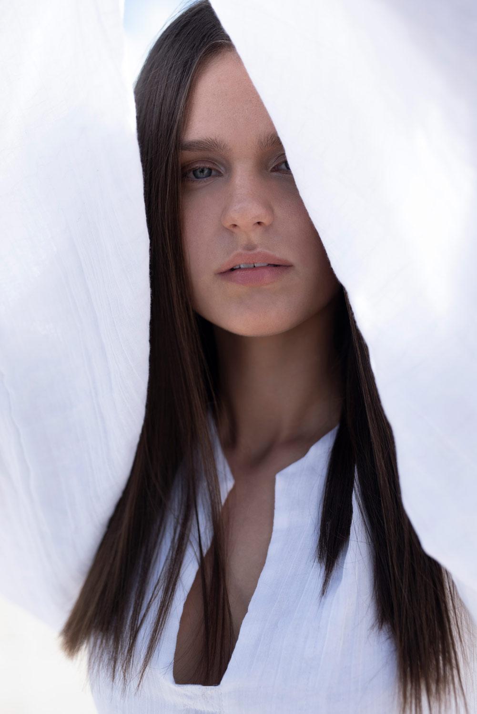 close up Volant Magazine, natural makeup
